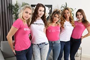 Bilder Tillie Model Natalia Forrest Scarlot Rose Brook Logan Chloe Toy Blondine Braune Haare Starren Lächeln Jeans T-Shirt