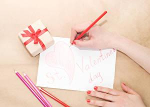 Hintergrundbilder Valentinstag Hand Bleistift Blatt Papier Geschenke Herz Wort Englische