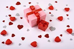 Bilder Valentinstag Herz Geschenke Schachtel