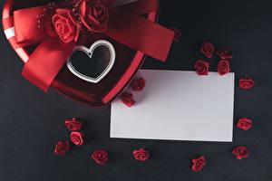 Fotos Valentinstag Rose Grauer Hintergrund Vorlage Grußkarte Blatt Papier Herz Rot Blüte
