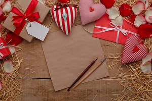 Hintergrundbilder Valentinstag Bretter Vorlage Grußkarte Blatt Papier Herz Geschenke