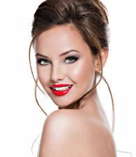 Fotos Weißer hintergrund Braune Haare Gesicht Starren Rote Lippen Schminke junge frau
