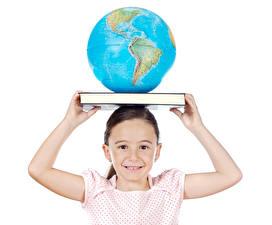 Desktop hintergrundbilder Weißer hintergrund Kleine Mädchen Bücher Globus Hand kind