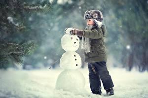 Hintergrundbilder Winter Jungen Mütze Jacke Schneemänner Schnee kind