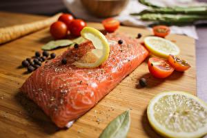 Tapety na pulpit Pieprz czarny Przyprawa Cytryny Salmo Ryba - Jedzenie Pomidory Kawałki żywność