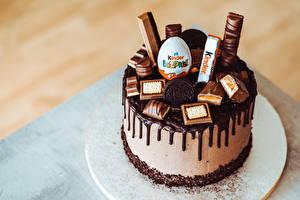 Desktop hintergrundbilder Torte Süßware Schokolade Kinder Surprise Lebensmittel