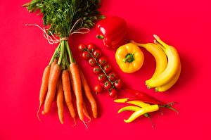 Desktop hintergrundbilder Mohrrübe Tomaten Paprika Chili Pfeffer Bananen Farbigen hintergrund das Essen