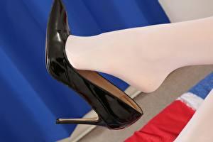 Sfondi desktop Da vicino Le gambe Scarpe con tacco Collant ragazza