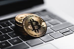 Picture Coins Bitcoin Closeup Keyboard Laptops