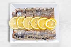 Bilder Fische - Lebensmittel Zitronen Geschnittenes herring das Essen