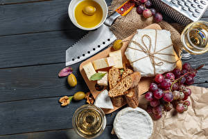 Fotos Messer Brot Käse Wein Trauben Oliven Bretter Schneidebrett Weinglas das Essen