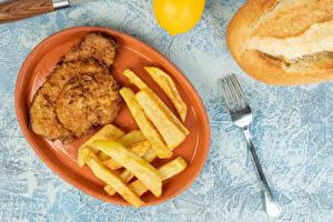Bilder Fleischwaren Fritten Teller Gabel das Essen