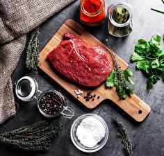 Bilder Fleischwaren Gewürze Schwarzer Pfeffer Schneidebrett Salz das Essen