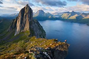 Fonds d'écran Norvège Montagne Photographie de paysage Falaise Fjordgard, Segla Mountain