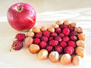 Hintergrundbilder Schalenobst Äpfel Himbeeren Herz das Essen