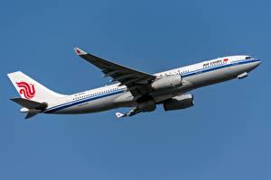 Hintergrundbilder Flugzeuge Verkehrsflugzeug Airbus Seitlich Air China, A330-200