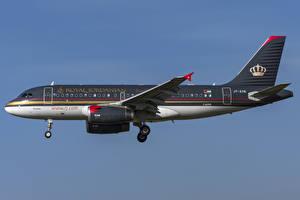 Fotos Flugzeuge Verkehrsflugzeug Airbus Seitlich Royal Jordanian, A319-100