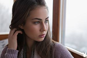 Fotos Playboy Sophie Limma Hand Haar Starren Gesicht junge frau