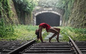 Bilder Eisenbahn Gymnastik Bein Pose Momo Power junge Frauen