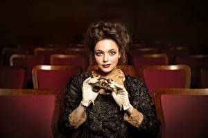 Hintergrundbilder Antik Handschuh Kleid Frisuren Braune Haare Starren  junge frau