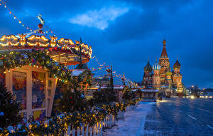 Images Russia Moscow Christmas Temples Evening Town square Fairy lights Christmas tree Snow St. Basil's Cathedral Cities