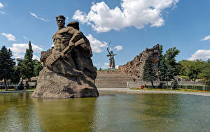 Desktop hintergrundbilder Russland Park Teich Denkmal Stiege Wolgograd Mamayev Kurgan Städte