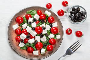 Bilder Salat Oliven Tomaten Käse Teller Essgabel