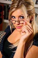 Bilder Sam Cooke Blondine Starren Brille Hand junge frau