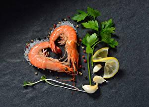 Fotos Caridea Zitronen Knoblauch Schwarzer Pfeffer Grauer Hintergrund Herz Salz Lebensmittel