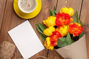 Fotos Tulpen Kaffee Sträuße Bretter Vorlage Grußkarte Blatt Papier Blumen