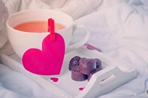Fotos Valentinstag Getränk Bonbon Schokolade Herz Tasse das Essen