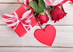 Fotos Valentinstag Rosen Herz Geschenke Blumen