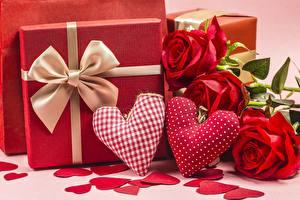 Hintergrundbilder Valentinstag Rose Herz Rot Geschenke Schleife Blüte