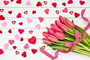 Fotos Valentinstag Tulpen Blumensträuße Herz Blüte