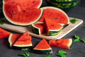 Bilder Wassermelonen Schneidebrett Stücke