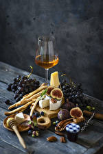Bilder Wein Trauben Käse Echte Feige Backware Stillleben Bretter Weinglas Lebensmittel