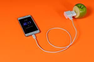 Fotos Äpfel Kreative Farbigen hintergrund Smartphone Elektrischen Draht