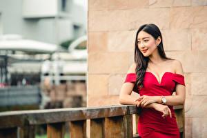 Desktop hintergrundbilder Asiaten Pose Kleid Hand Dekolletee Brünette Bokeh junge frau