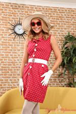 Hintergrundbilder Bryoni-Kate Williams Der Hut Brille Lächeln Kleid Hand Handschuh