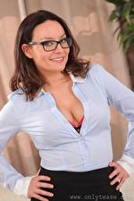 Wallpapers Carla Brown Brown haired Staring Eyeglasses Smile Hands young woman
