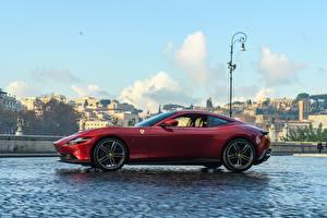 Fotos Ferrari Seitlich Rot Coupe Roma, 2020 auto
