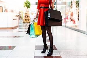 Bilder Handtasche Kaufen Kleid Bein High Heels junge frau