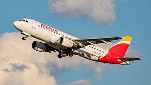 Fotos Flugzeuge Verkehrsflugzeug Airbus Seitlich A-320-214, Iberia Luftfahrt