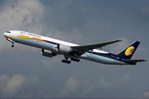 Tapety na pulpit Samolot Samolot pasażerski Boeing Widok z boku 777-300ER, Jet Airways Lotnictwo