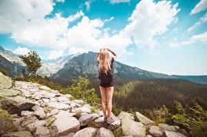 Bilder Steine Himmel Weg Blondine Bein Hinten junge frau Natur