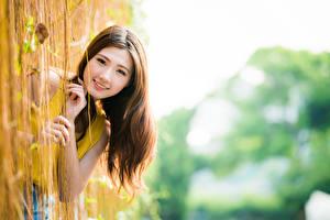 Hintergrundbilder Asiatisches Unscharfer Hintergrund Hand Lächeln Braunhaarige Süß Blick Schön Mädchens