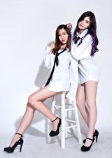 Fotos Asiaten Stühle Bein Hemd Krawatte 2 Braune Haare Brünette D' Soul junge frau