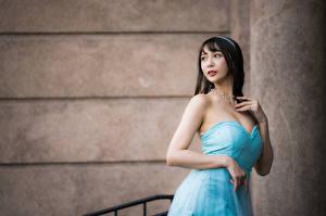 Bakgrunnsbilder Asiatisk Kjole Hender Utringning Brunette jente ung kvinne