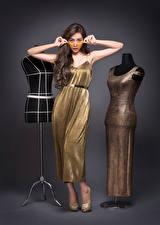 Fotos Asiaten Posiert Kleid Hand Brille Braune Haare Model