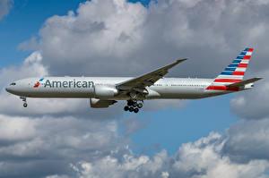 Tapety na pulpit Boeing Samoloty Samolot pasażerski Widok z boku American Airlines, 777-300ER